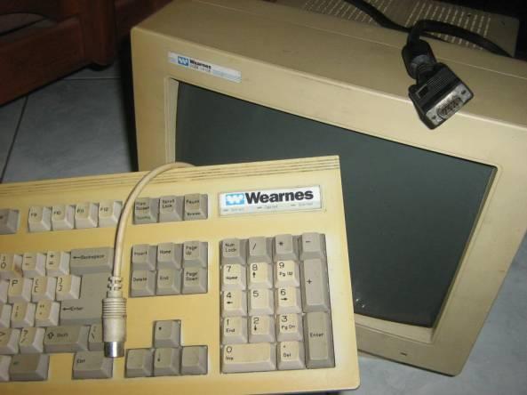 keyboard badak+monitor macan+pemilik mirip orang utan :)